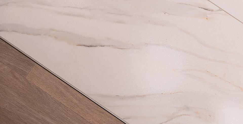 fliesen in marmoroptik sind sehr modern. Black Bedroom Furniture Sets. Home Design Ideas