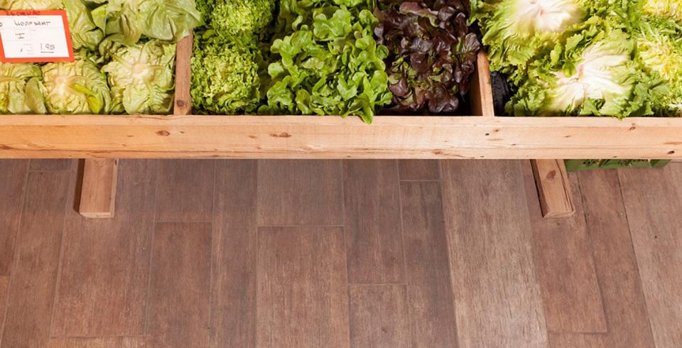 Holzoptik Boden im Bio Laden