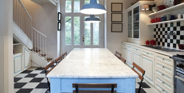 Ein Hauch Paris in der Wohnküche mit Metrofliesen. Schachbrett klassisch schwarz und weiss. Bei Fliesen-Kemmler in Original zu sehen.
