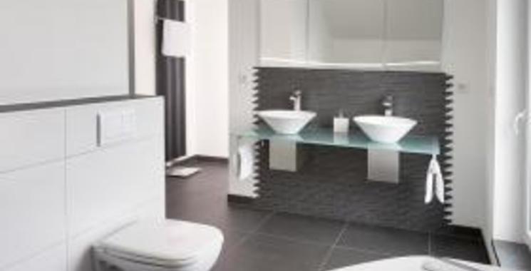 Schwarz Weiß Fliesen im Badezimmer