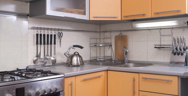 beige Wandfliesen in der Küche