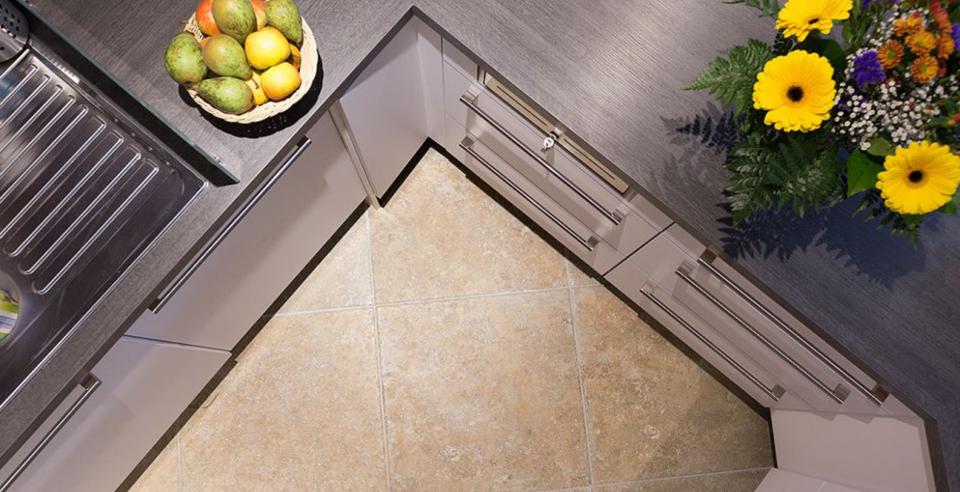 unverwüstliches Feinsteinzeug und zugleich pflegeleicht - perfekt für einen Bodenbelag in der Küche