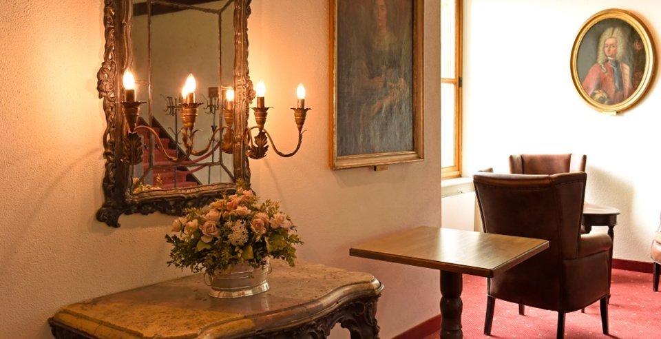 Hotel Schloss Weitenburg hat fliesen von kemmler