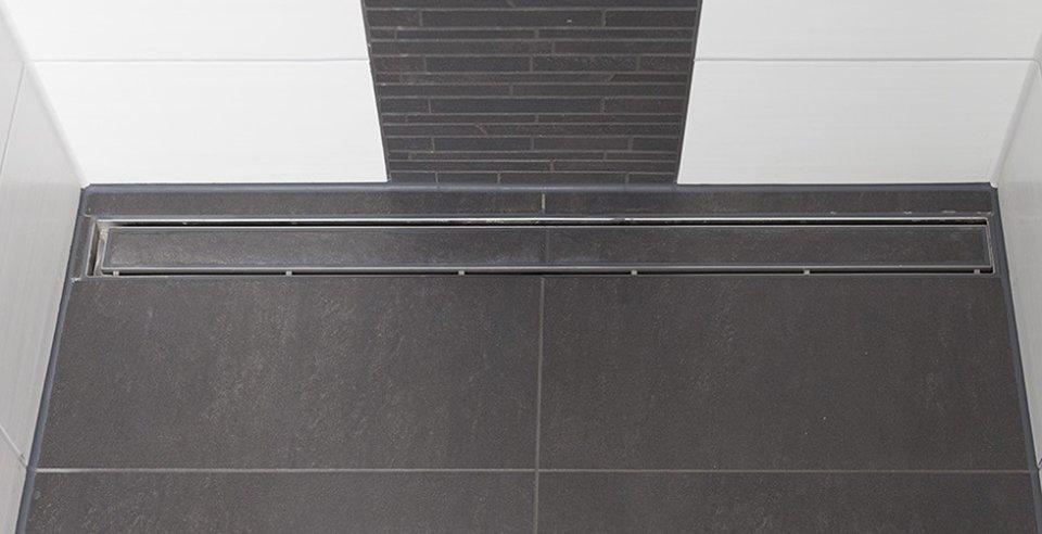 Rutschhemmende Fliesen in begehbarer Dusche
