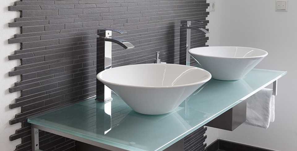 Badezimmer grau gefliest: badezimmer designs modern bad grau weis ...