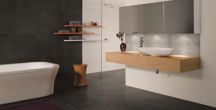 badezimmer in schwarz-weiß optik