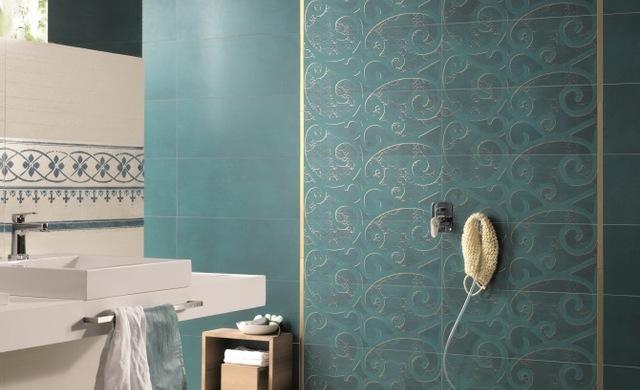 blaue fliese in der dusche
