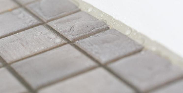Mosaik in begehbarer Dusche