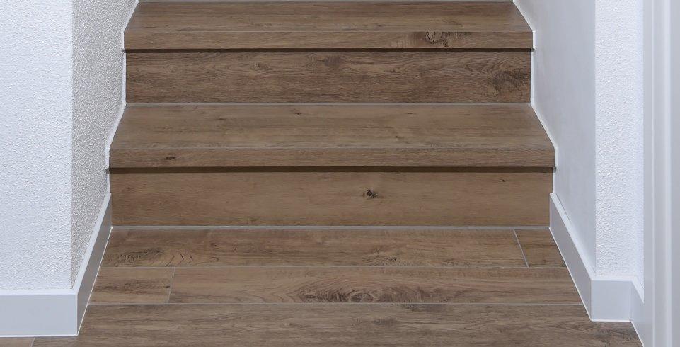 Treppe verlegt mit holzoptikfliesen