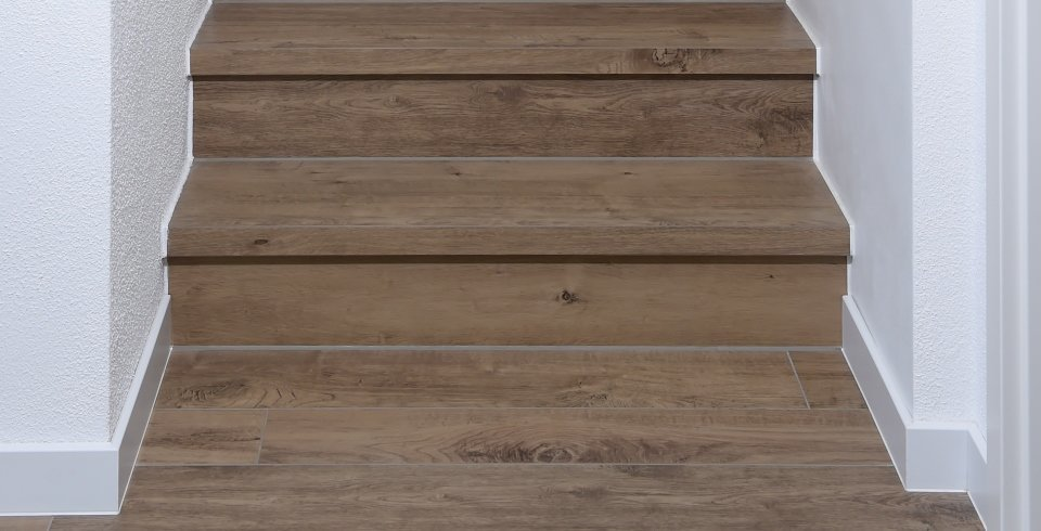 treppen fliesen holzoptik we41 kyushucon. Black Bedroom Furniture Sets. Home Design Ideas