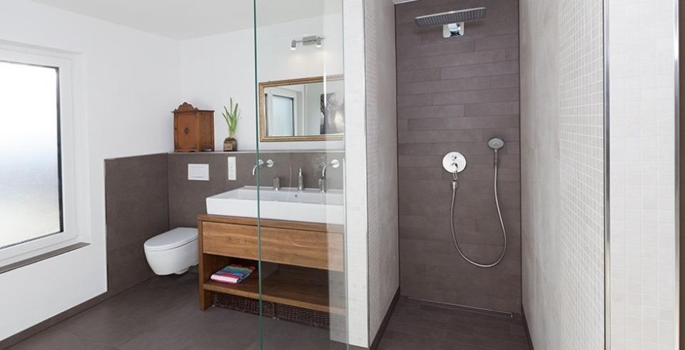 Fliesen bronze badezimmer gl nzend braun boden for Badezimmer modern gefliest