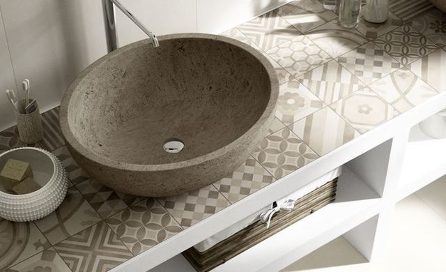 landhausambiente im badezimmer zementoptikfliesen