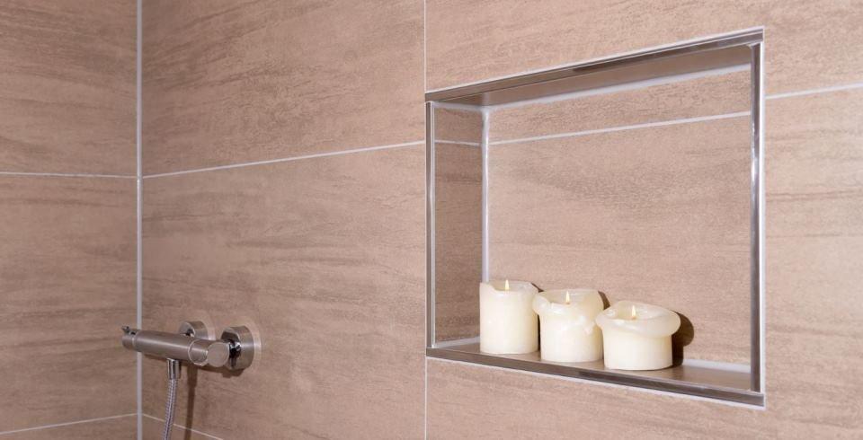 braune xxl-fliese in der bodenebenen dusche