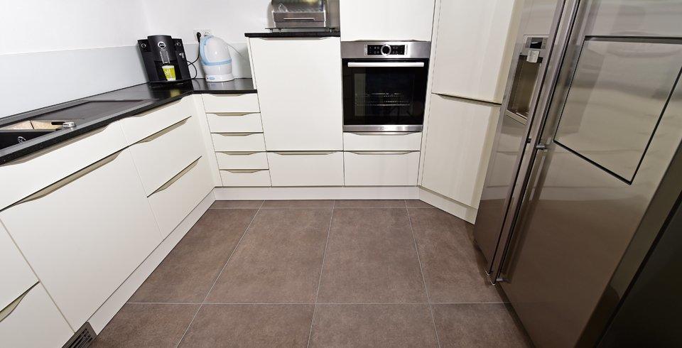 xl fliese in der küche betonstyle