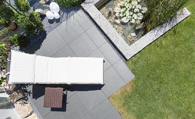 terrassenplatte schwarz