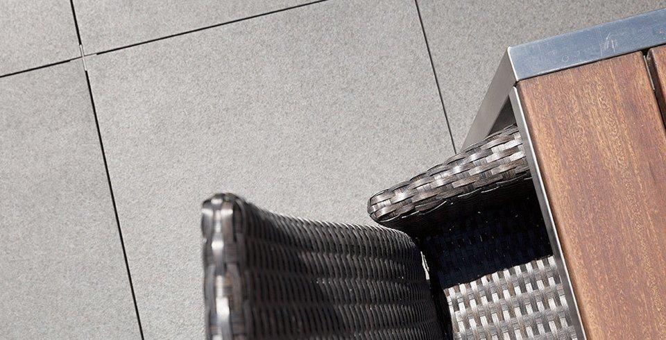 terrassenplatten auf stelzlager verlegt