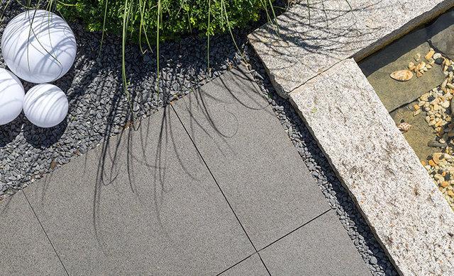 Terrassenfliesen in grau