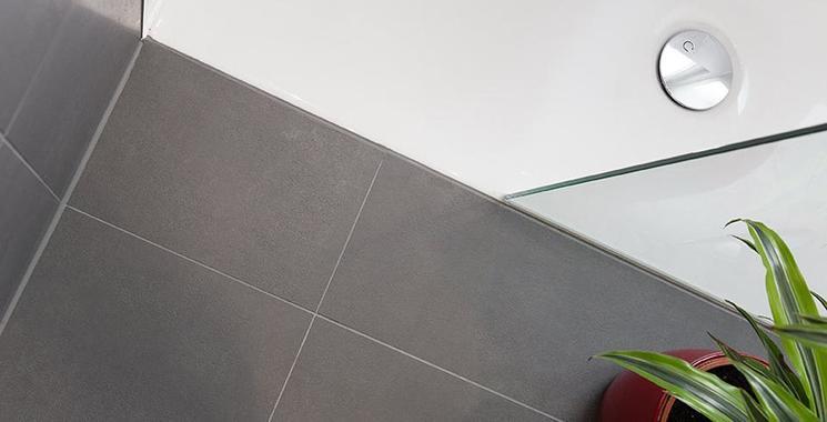 fliesen für die begehbare dusche in betonoptik