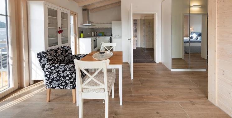 Fliesen in Wohnbereich in Holzoptik