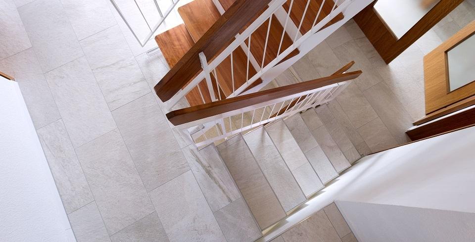 feinsteinzeug auf treppenstufen verlegt