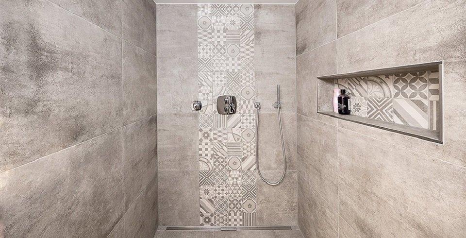 Moderne dusche  Kreative Gestaltung ebenerdiger Duschen | Fliesen-Kemmler