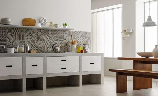 zementoptikfliesen an der wand küche