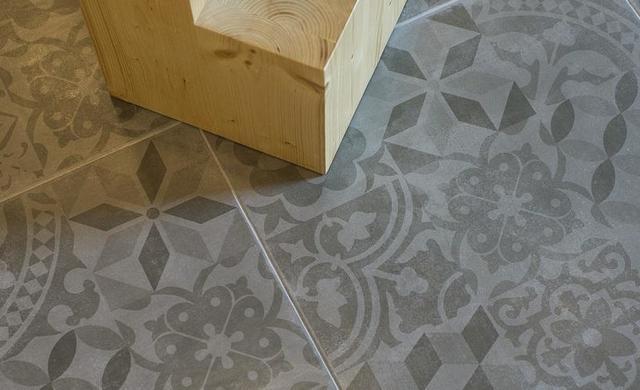 zementoptikfliese grau für wand und boden