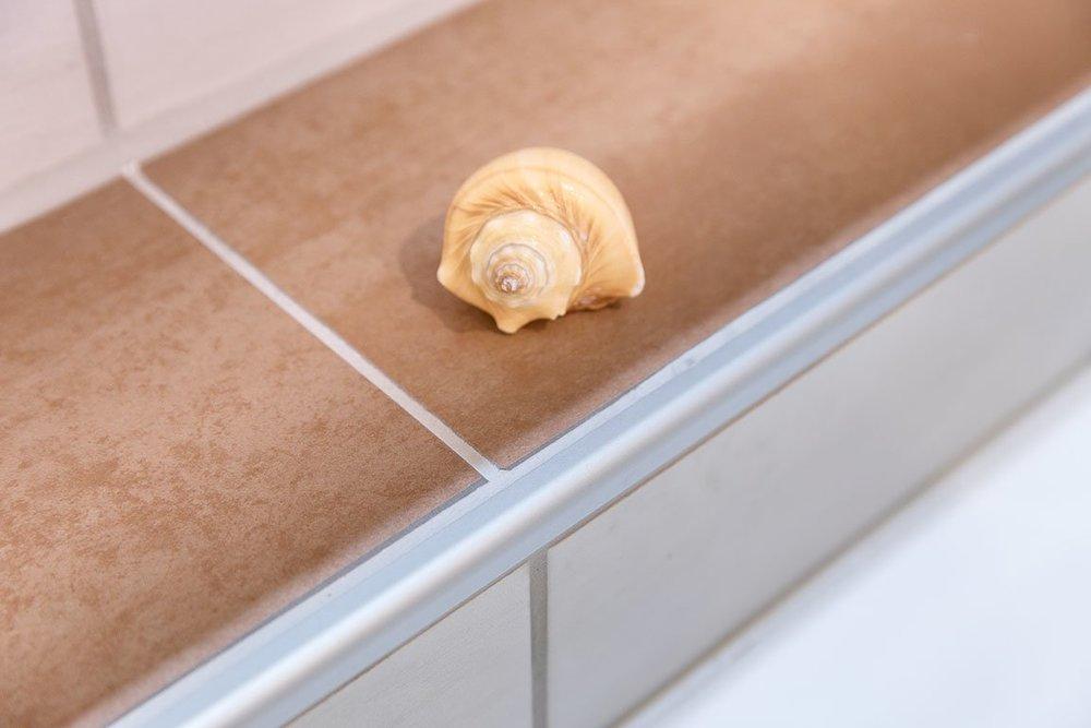 Nische im Badezimmer und Rondec Schiene Referenz Freudenreich