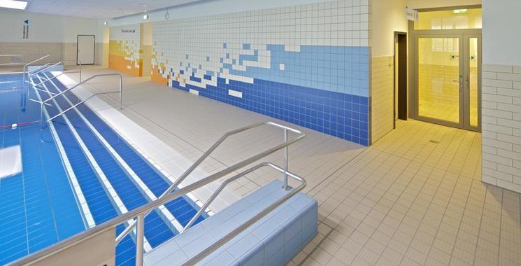 Treppen im Schwimmbad verflieste Variante
