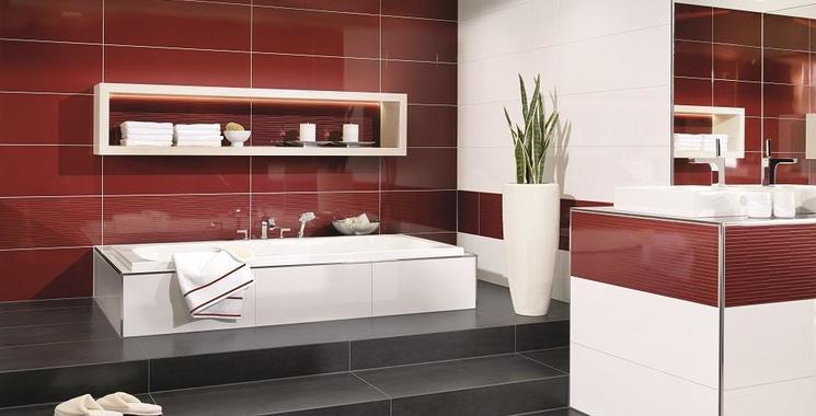 Rote Fliesen  im Badezimmer