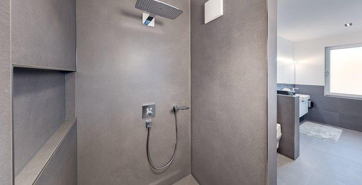 große Fliesen im Badezimmer Referenz Hartmann