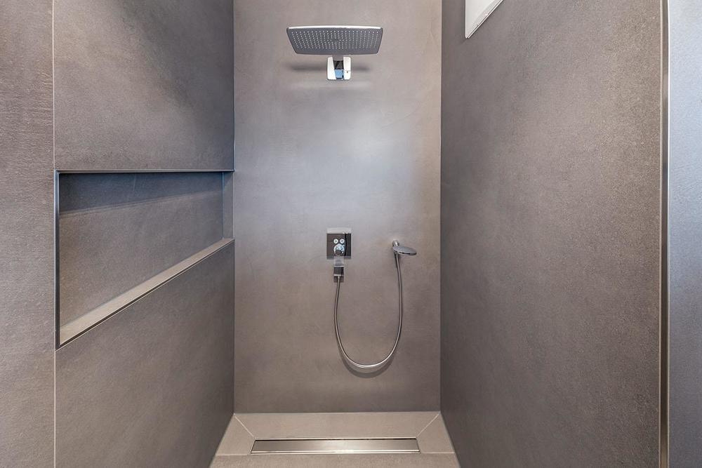 große begehbare dusche mit ablaufrinne referenz hartmann bei fliesen-kemmler tübingen