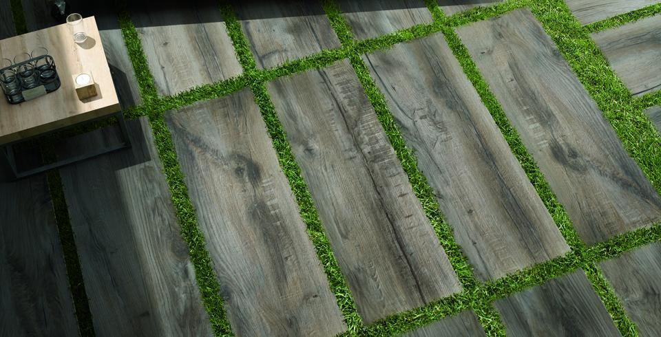 Holzfliesen Terrasse braun Fliesenoptiken