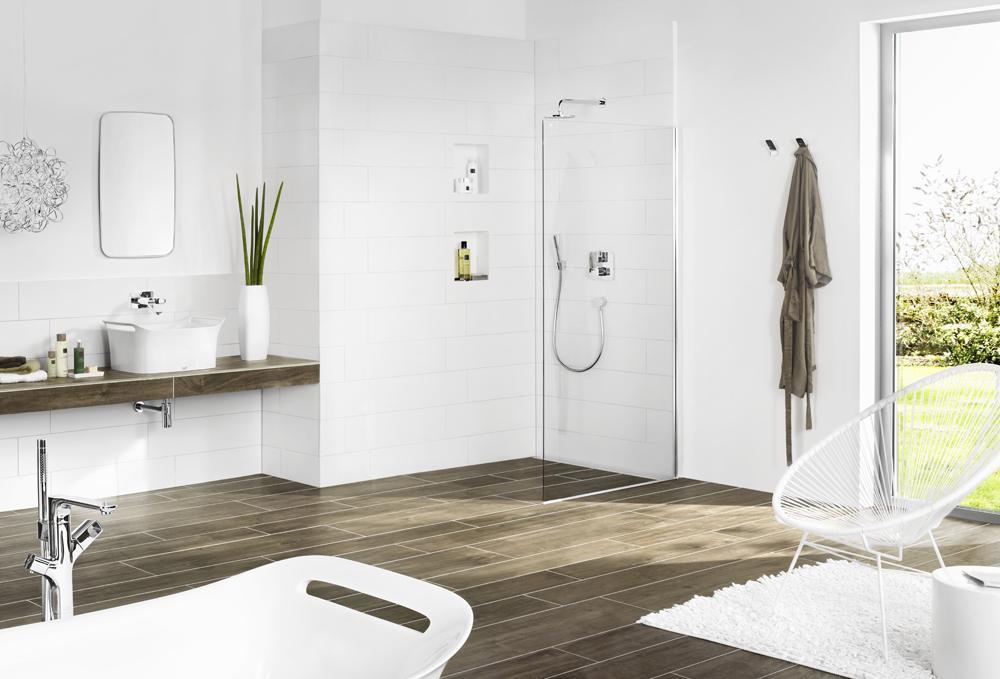wedi Nische im fertigen Bad mit begehbarer Dusche