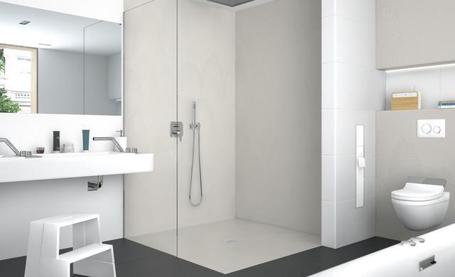 Eine Dusche mit der wedi Top-Serie in naturstein-grau mit wenig Fugen