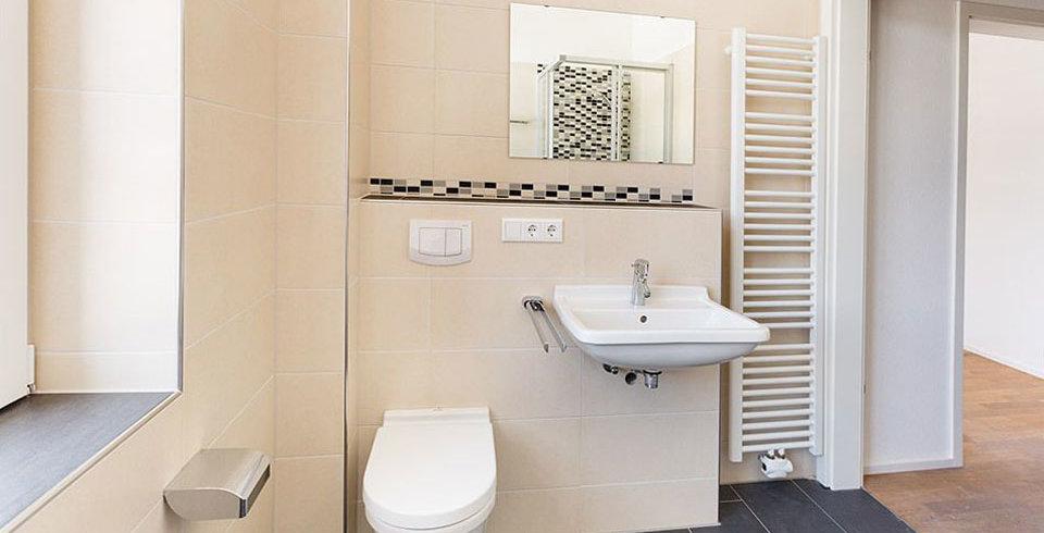 matt und glanzende fliesen kombinieren bad ~ artownit for ., Wohnzimmer design